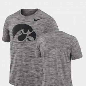 College T-Shirt 2018 Player Travel Legend Performance Charcoal Iowa Hawkeye Mens