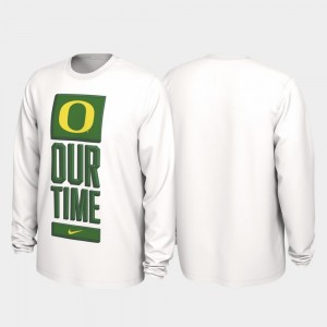 UO 2020 March Madness Mens Our Time Bench Legend College T-Shirt White